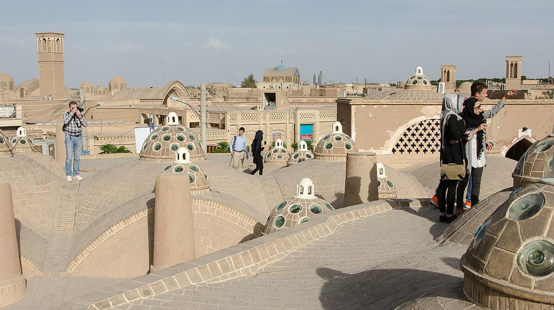 Tourists explore the rooftops of Kashan   © Kamyar Adl / Flickr