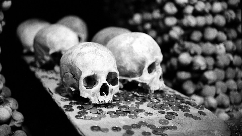 Bones at the Kutna Hora Ossuary |© Dominik Pierce / Flickr