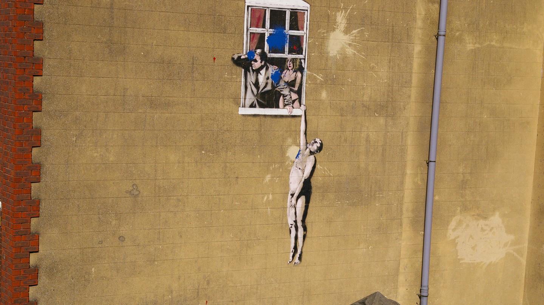 Well Hung Lover, Banksy in Bristol | lindsayscott72© /Flickr