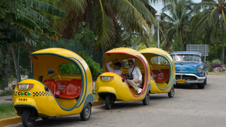 Coco taxis in Havana | © Emmanuel Huybrechts/Flickr
