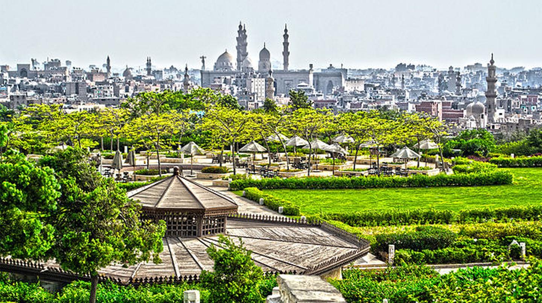 "<a href = ""https://commons.wikimedia.org/wiki/File:Azhar_Park.jpg""> Al Azhar Park garden view | © Yasser Nazmi/Wikimedia Commons"