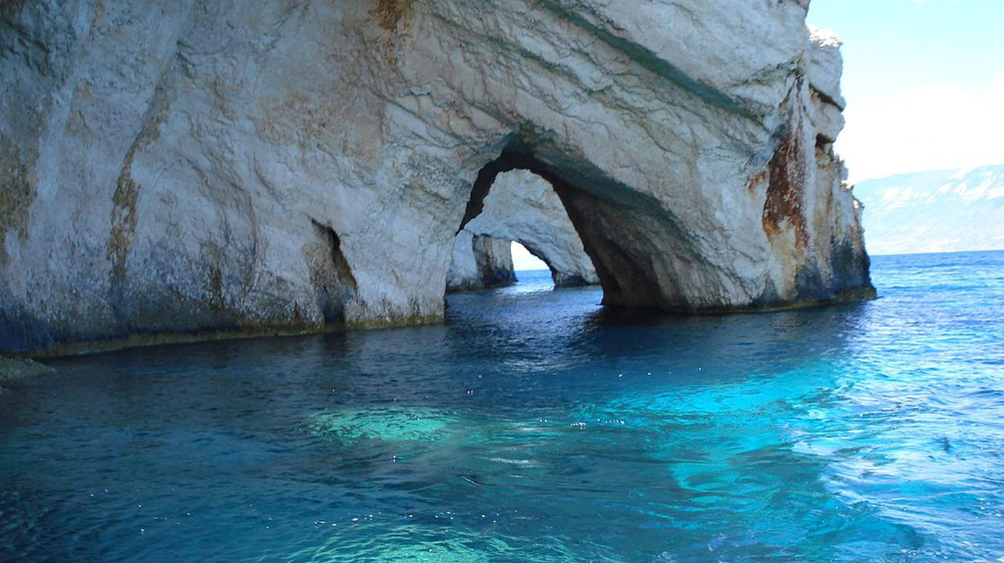 Blue Caves, in Zakynthos, Greece | © RIPSTIKwizard/WikiCommons