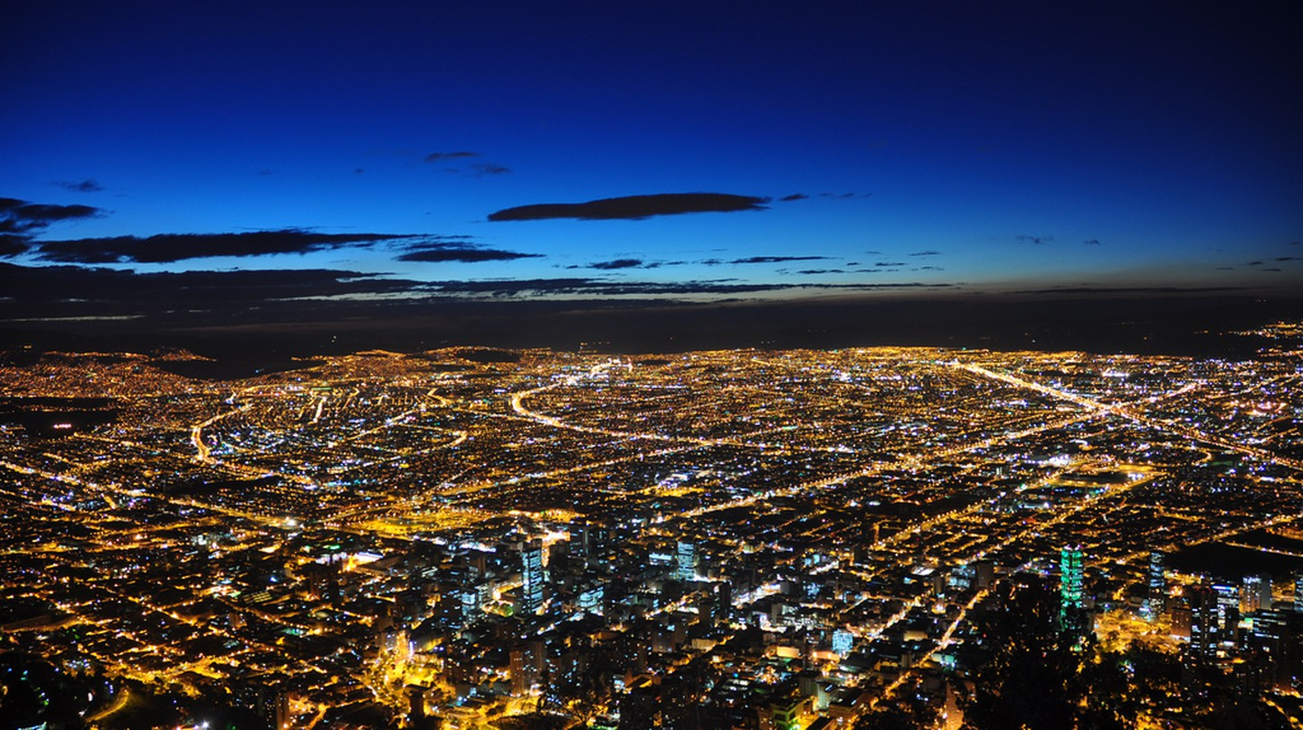 "<a href=""https://www.flickr.com/photos/41894197861@N01/4258558080"" target=""_blank"" rel=""noopener noreferrer"">Bogota at night 