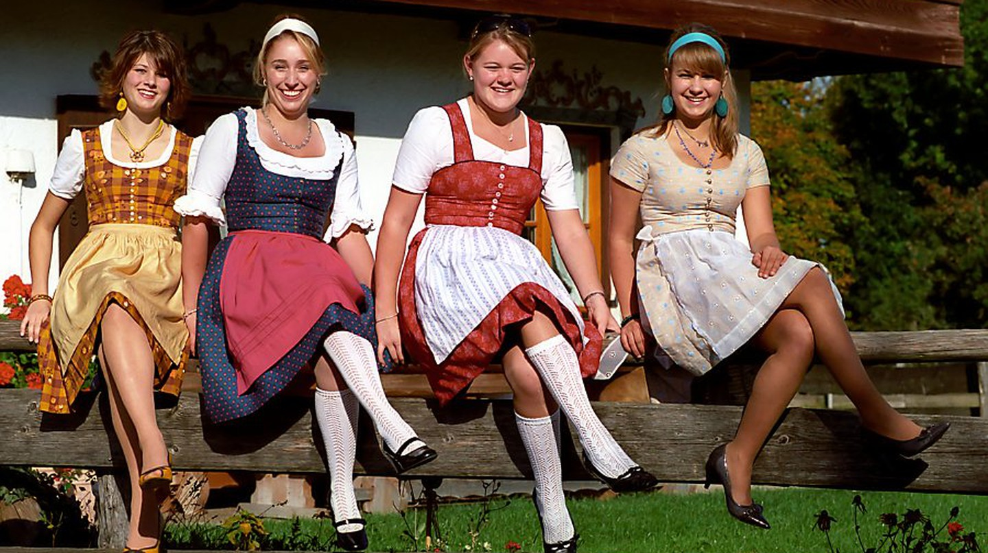 "<a href=""https://commons.wikimedia.org/wiki/File:KurzsDiandlgwand.jpg"" target=""_blank"" rel=""noopener noreferrer"">Dirndls from the '70s 