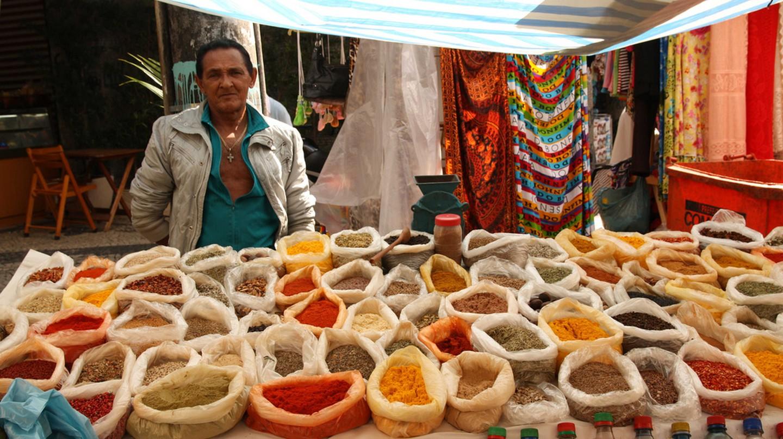 Gal Glicério, vendor at Rua Professor Ortiz Monteiro   © Rodrigo S. Maior / Wikimedia Commons