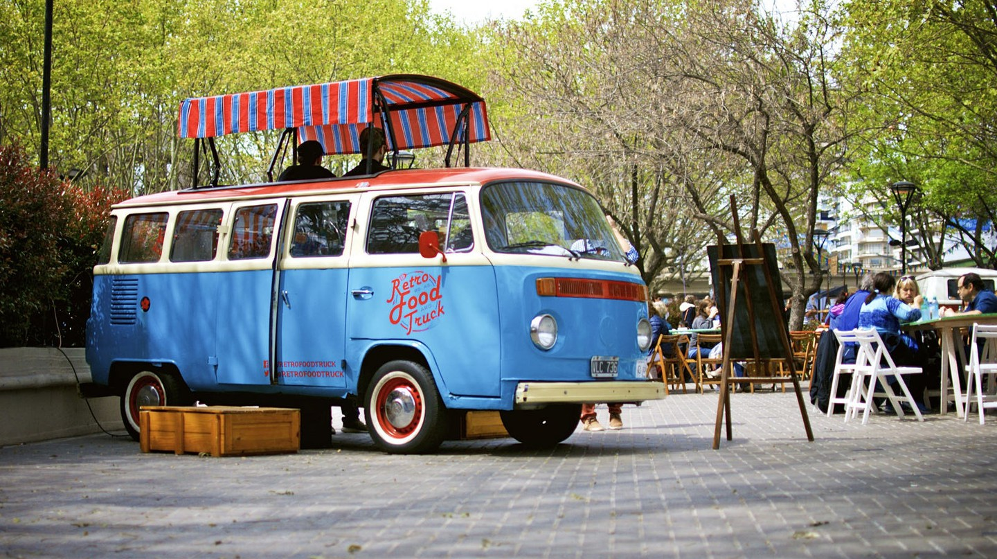 The Retro Food Truck parked at the Buenos Aires Market | © Roger Schultz / Flickr