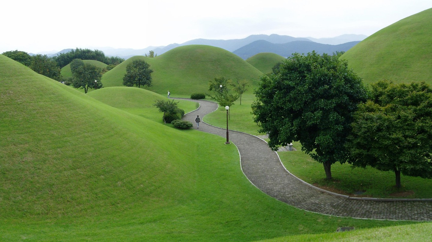 The royal tombs at Gyeongju, laid out along cardinal directions and  arranged relative to the mountains in the distance | © dokaspar / Wikimedia Commons
