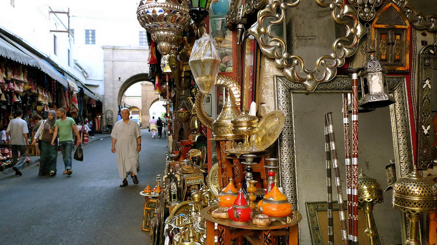Traditional Moroccan goods for sale in Casablanca's medina | © Luc Legay/Flickr