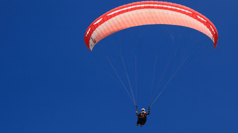 Paragliding | © Petr Kratochvil / publicdomainpictures.net