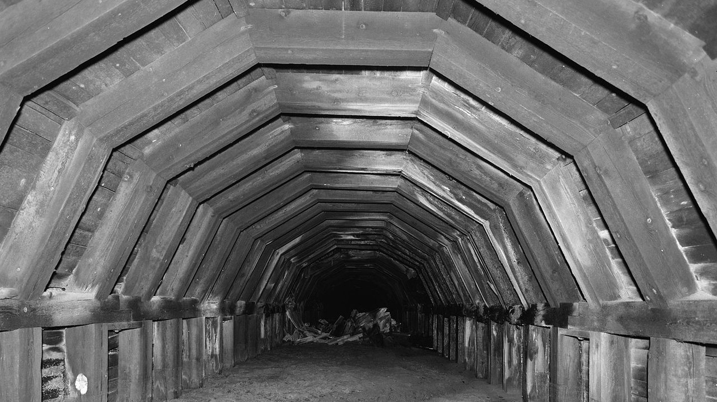"<em><a href=""https://commons.wikimedia.org/wiki/File:Portland_and_Southwestern_Railroad_Tunnel.jpg"" target=""_blank"" rel=""noopener noreferrer"">Old Portland Underground – Portland, Oregon 