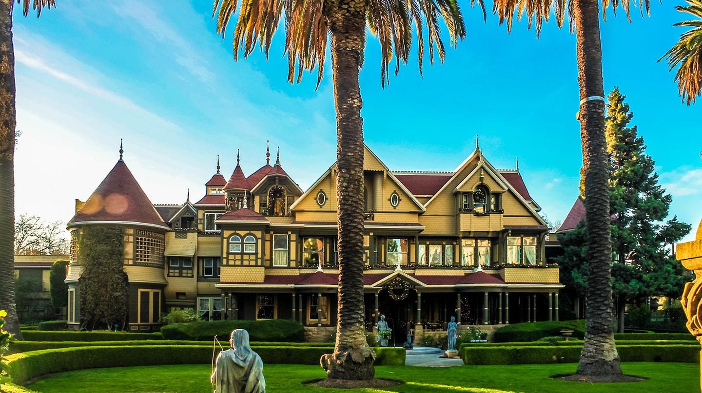 Winchester Mystery House™ | ©egorshitikov / Pixabay