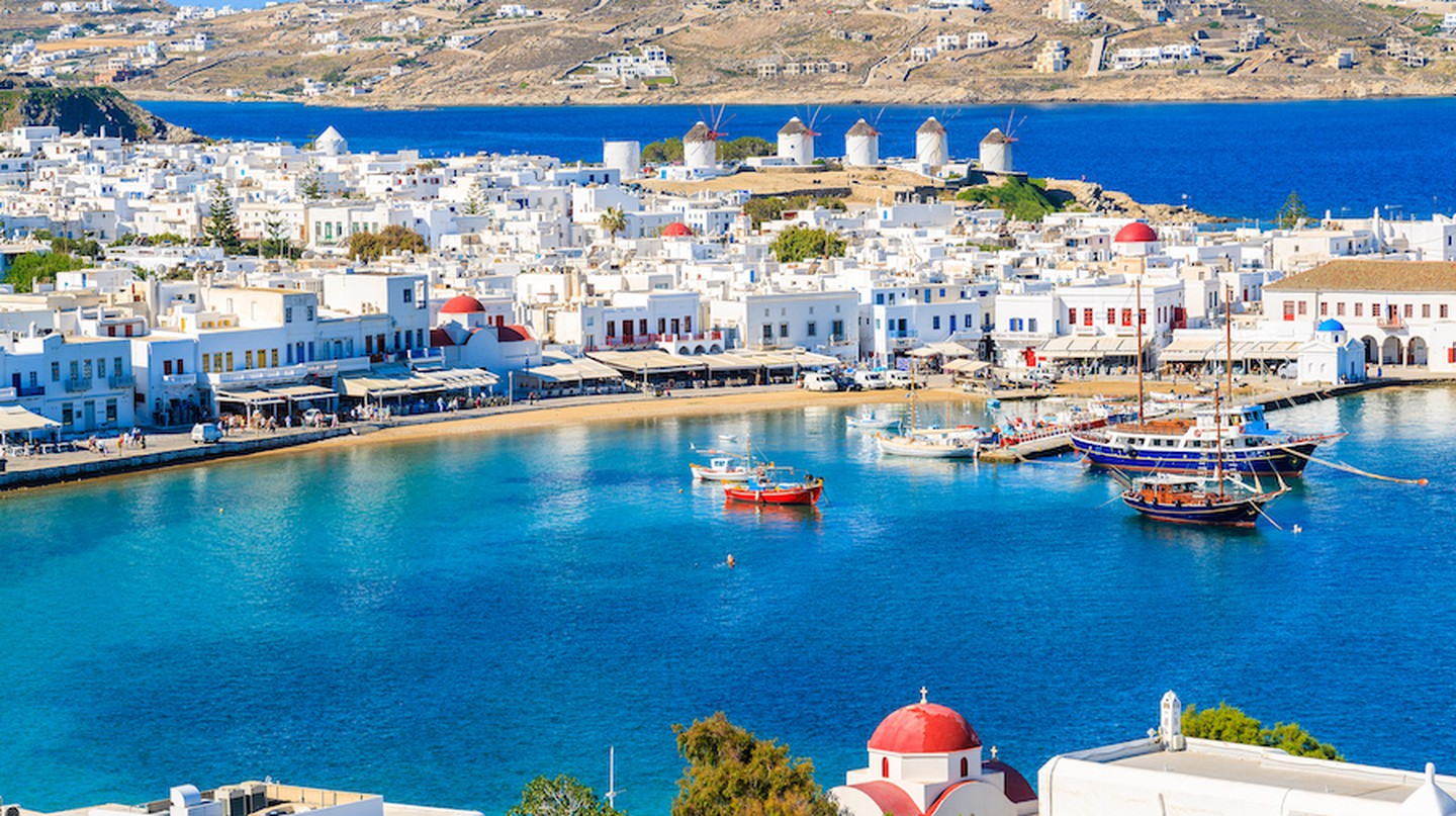 A view of Mykonos port with boats, Cyclades islands, Greece | © Pawel Kazmierczak / Shutterstock