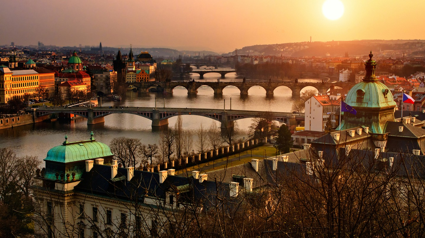 Sunrise in Prague  | © Vitaly Titov / Shutterstock