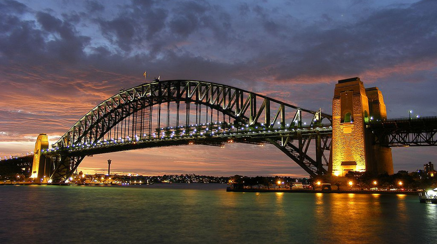 https://commons.wikimedia.org/wiki/File:Sydney_harbour_bridge_new_south_wales.jpg