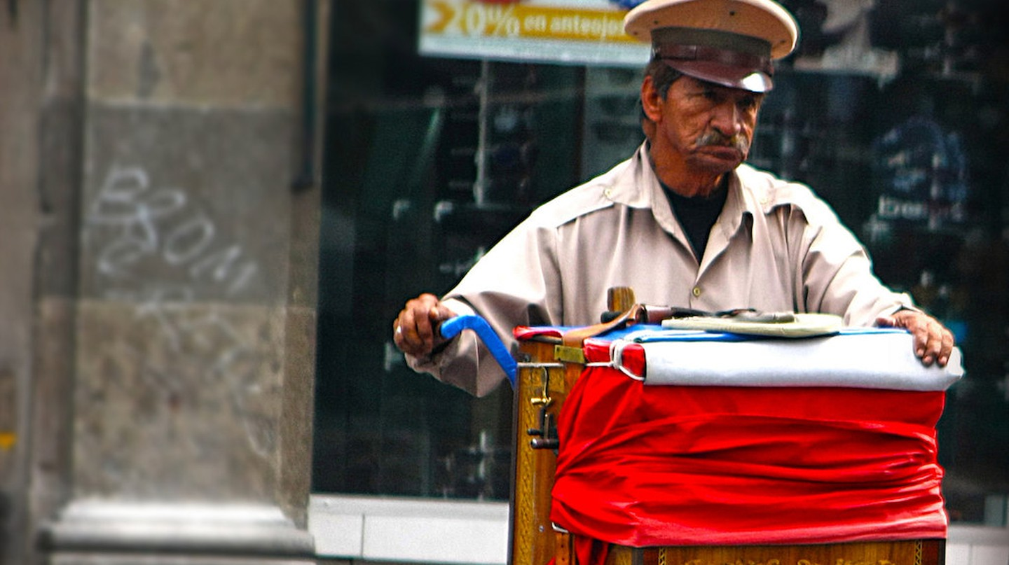 A lonely organillero in Mexico City | © Verino77 / Flickr