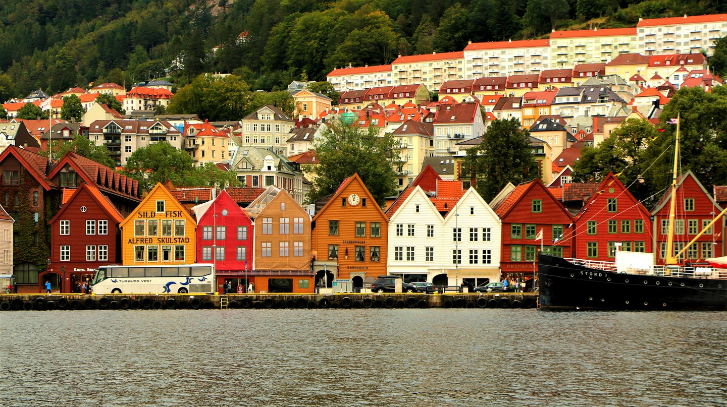 Bryggen and Bergen elevations © Juan Antonio Segal / Flickr