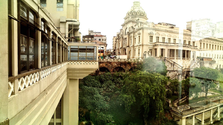 Elevador Lacerda and Rio Branco Palace © Ojo de Mariposa/Flickr