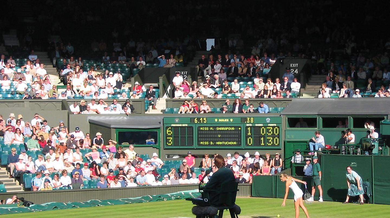 Sharapova serving on Centre Court |  © Fraser Reid/Flickr