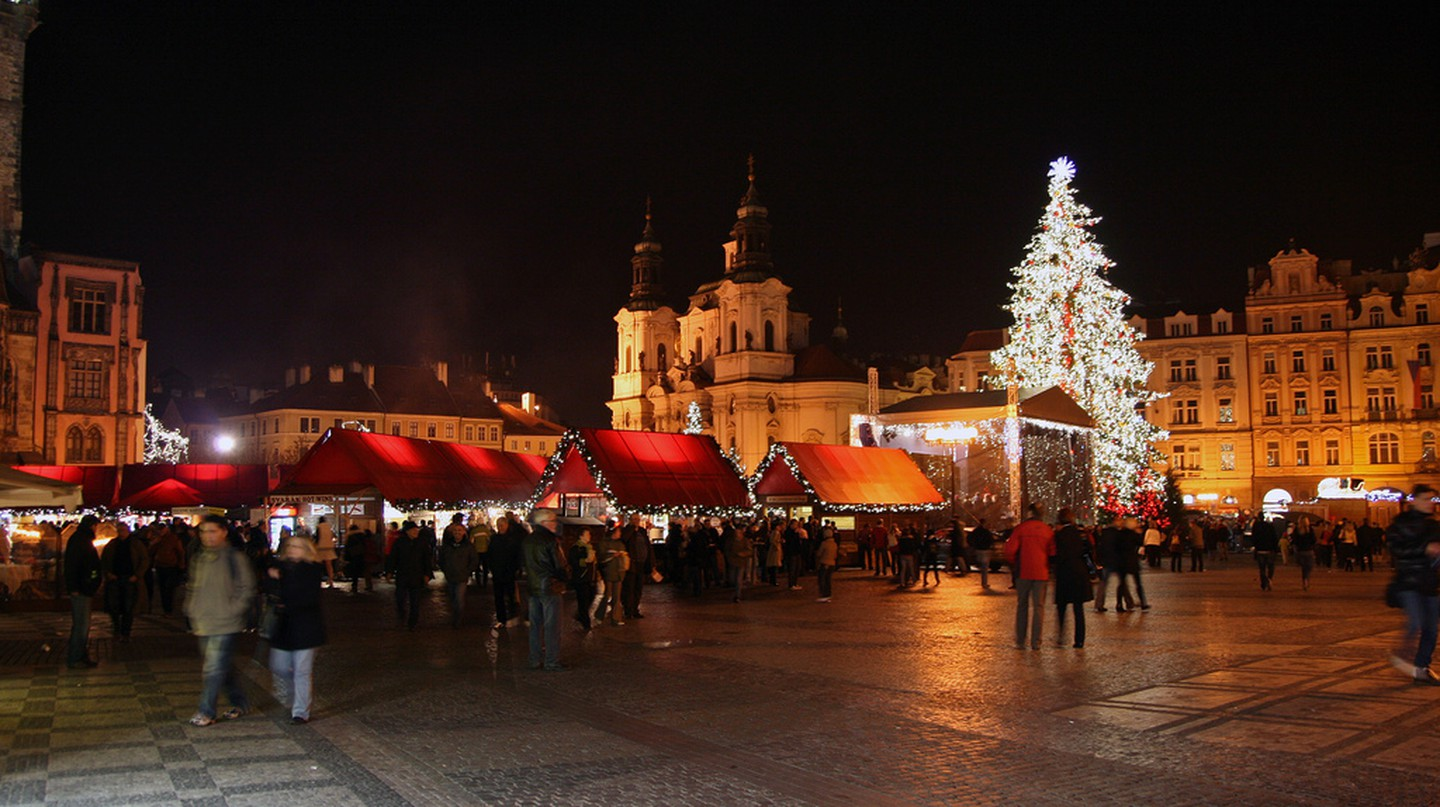 Christmas markets in Old Town Square | ©Ulrika / Flickr