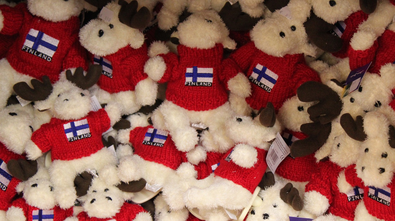 Cuddly moose souvenirs | © Jann Kuusisaari/Flickr