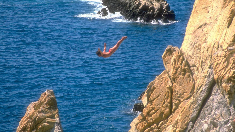 The famed divers of La Quebrada, Acapulco | © Jack Fiallos/Flickr
