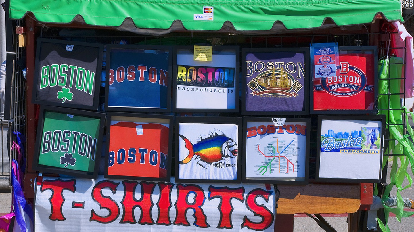 T-Shirts Boston Common | © Ron Cogswell/Flickr