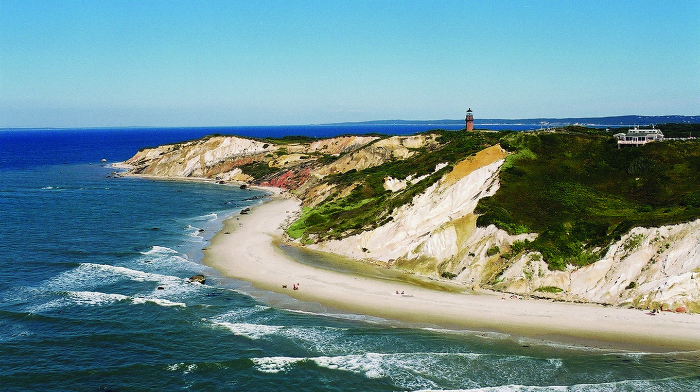 Aquinnah Cliffs | © Massachusetts Office of Travel & Tourism / Flickr