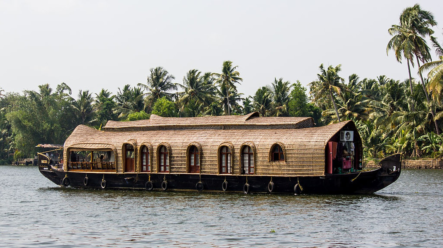 Boathouse Kerala © Saad Faruque / Wikimedia Commons