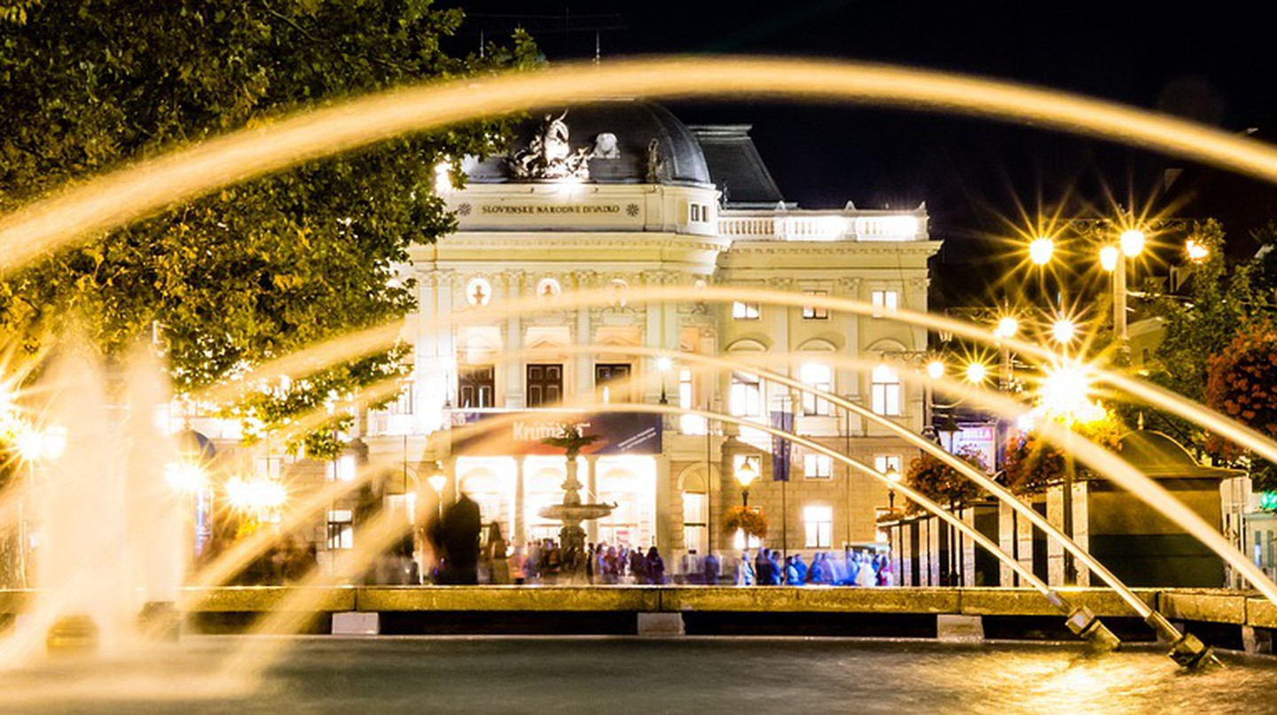 The Old Building of the Slovak National Theatre sparkles in the evenings | © phtorxp/Pixabay