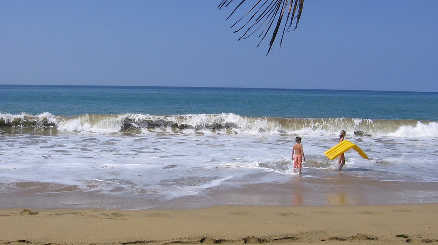 Children at a beach in Puerto Rico | © Bulaclac Paruparu/ Flickr