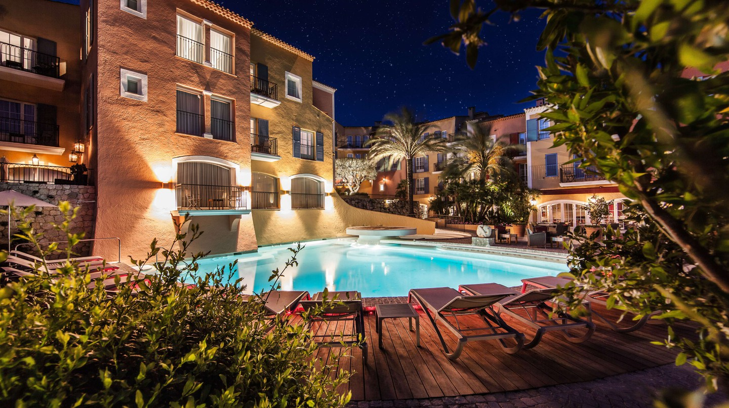 There are some truly fantastic boutique hotels in St Tropez, like the Hôtel Byblos | © Hôtel Byblos