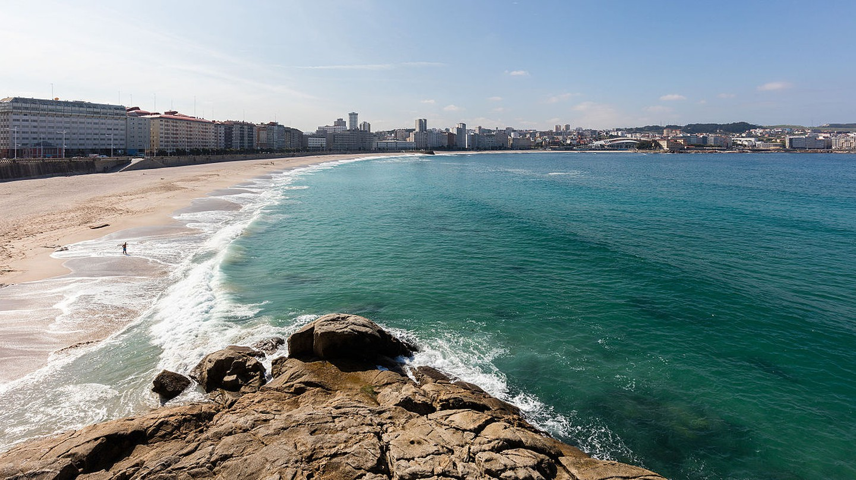 Playa de Riazor, A Coruña, Spain | © Diego Deloso/WikiCommons