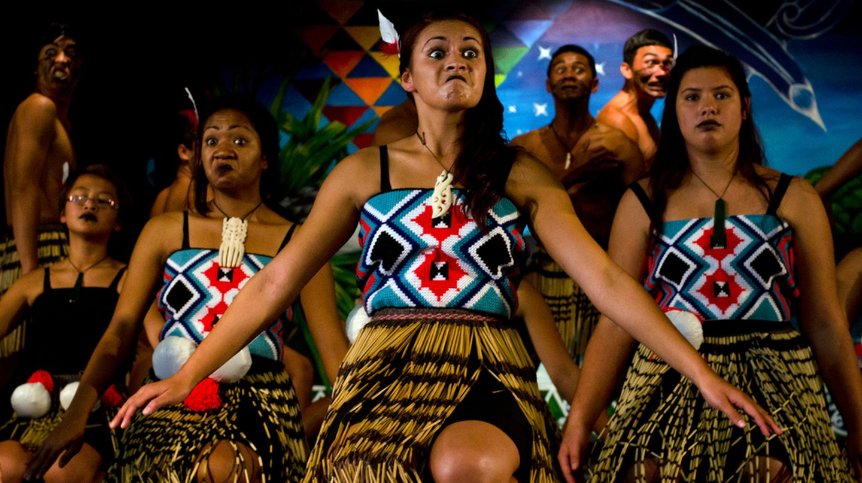 Maori Performers Sing and Dance During Waitangi Day | © ChameleonsEye/Shutterstock
