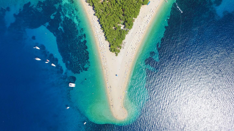 Zlatni Rat beach in Bol, Island Brac, Croatia | ©  paul prescott/Shutterstock