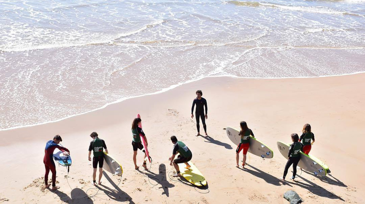 Surfing lesson at Cote des basques beach |© Joanes Anduez