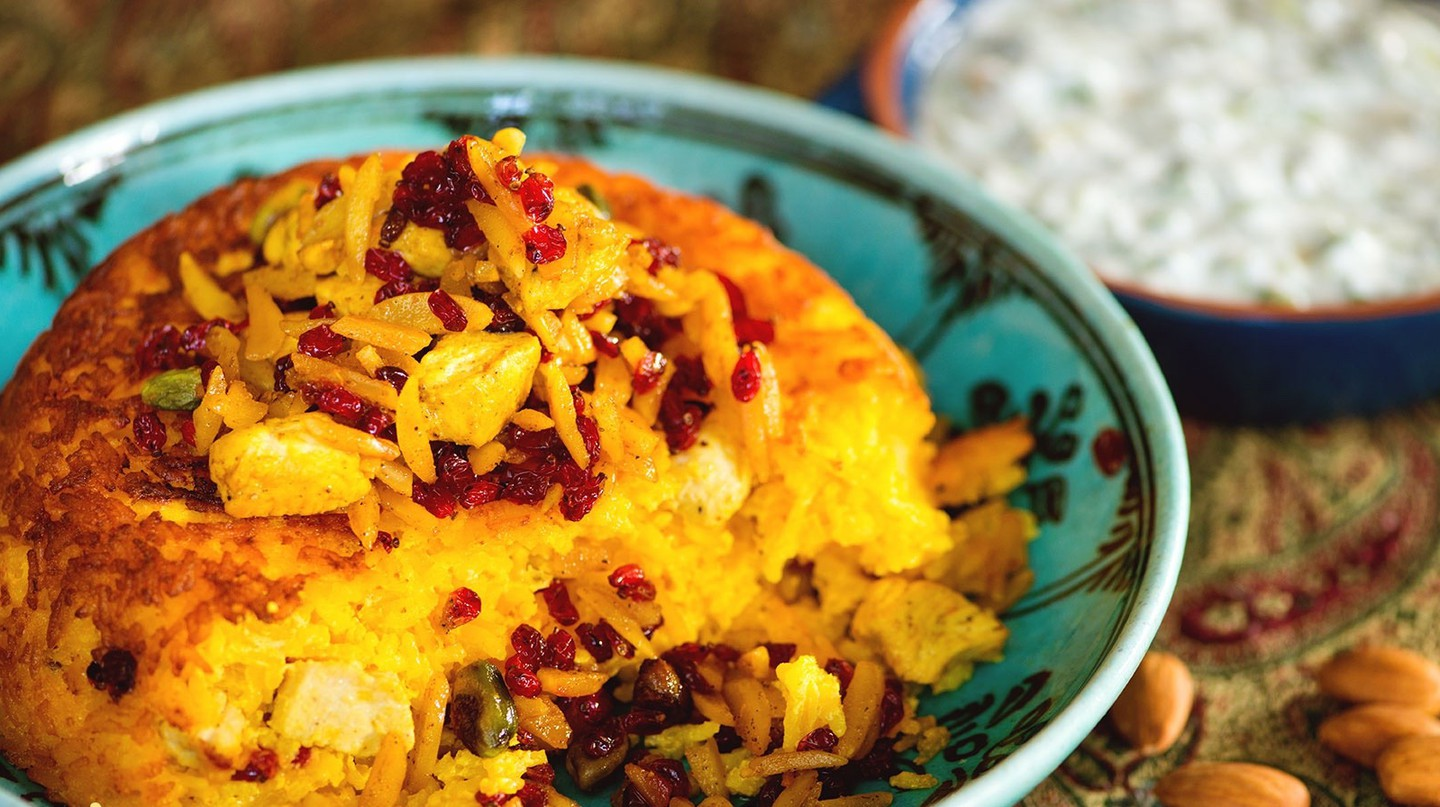 Tachin is a saffron-infused rice cake | © Renegadesaba / WikiCommons
