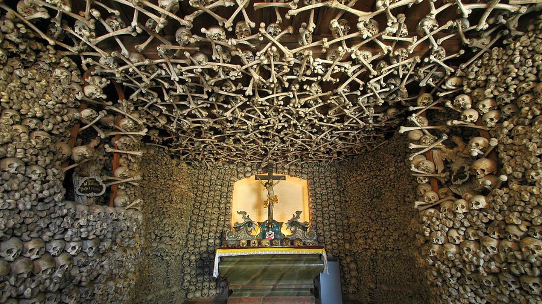Inside Skull Chapel I © Merlin/WikiCommons