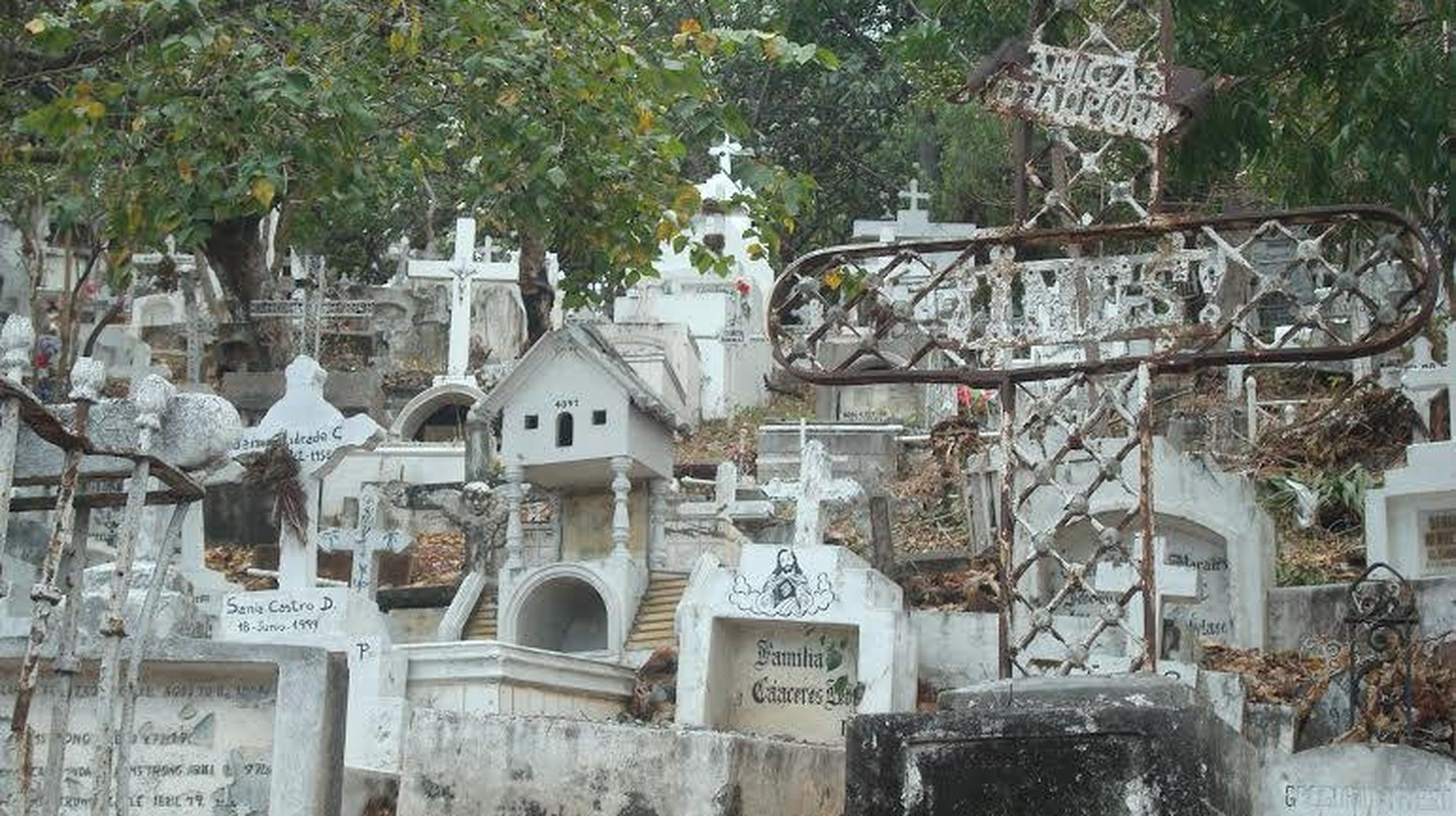 The Guayaquil Cemetery | ©luislr95 | Flickr