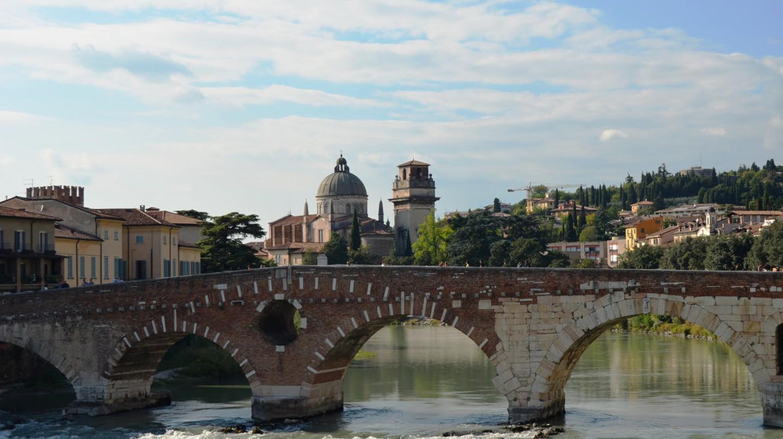 Verona's Ponte Pietra | pedrocaetano/Flickr