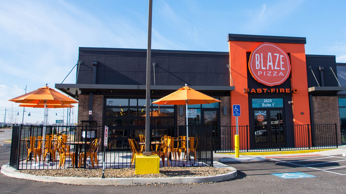 Blaze Pizza storefront | © Mr. Blue MauMau/Flickr