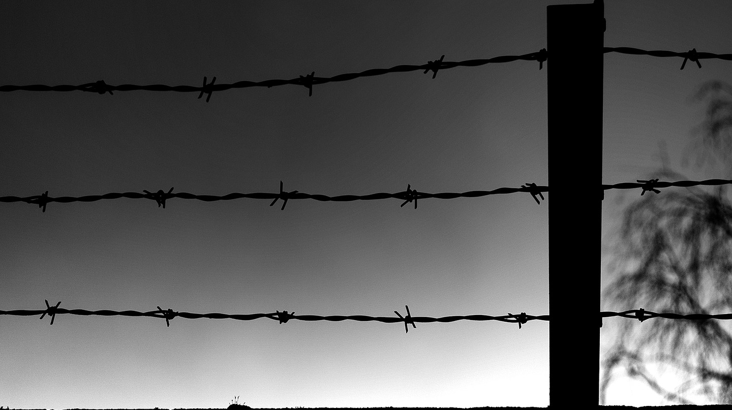 Barbed wire isn't the only thing keeping Mexico's indigenous population behind bars| © mitchell haindfield/Flickr