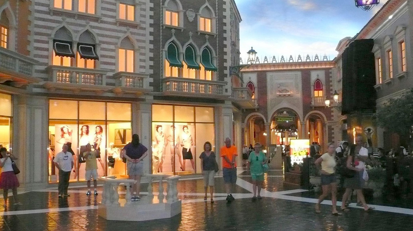 Shopping inside the Venetian | © Michael Gray / Flickr
