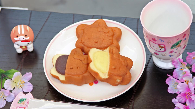 Hello Kitty-themed momiji manju   © Lisa Pinehill/Flickr