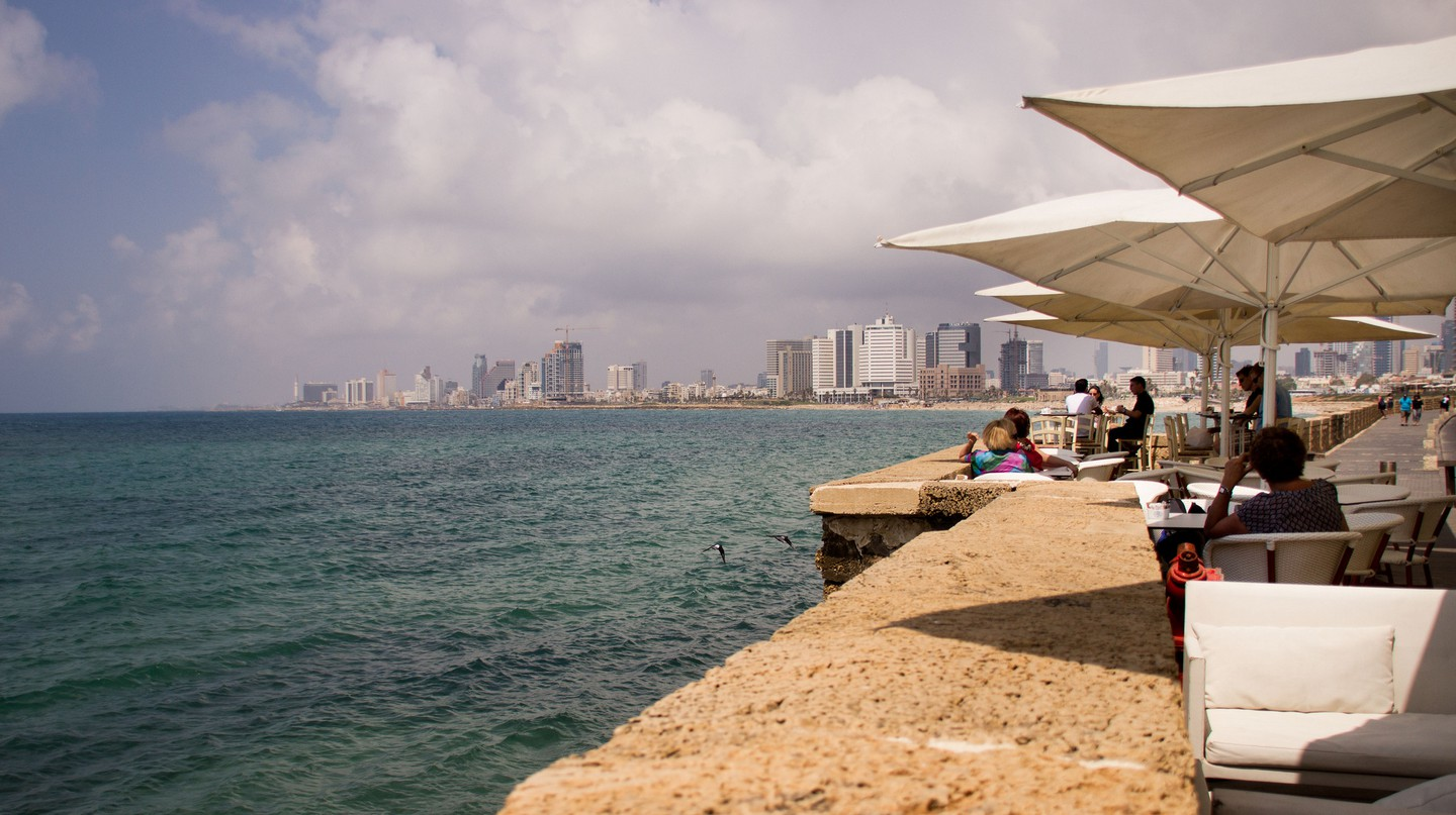 Staring seaside looking into Tel Aviv | © Ian Bothwell / Flickr