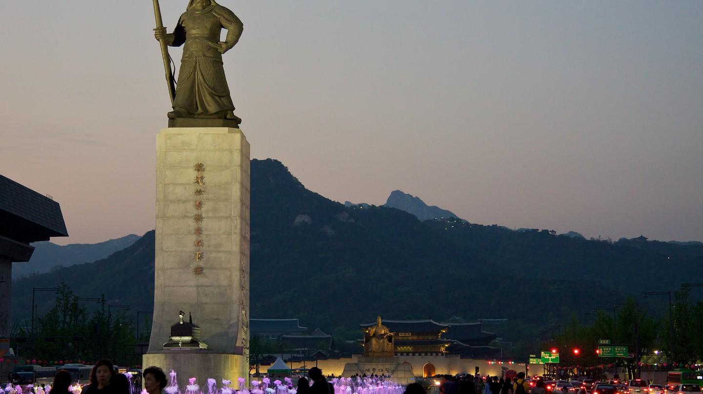 Gwanghwamun Plaza in downtown Seoul   © Mario Sánchez Prada/Flickr