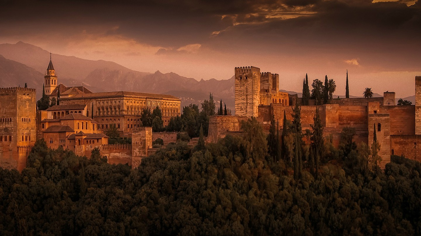 The Alhambra, Granada, one of Spain's most popular tourist sights |  © Walkerssk/Pixabay