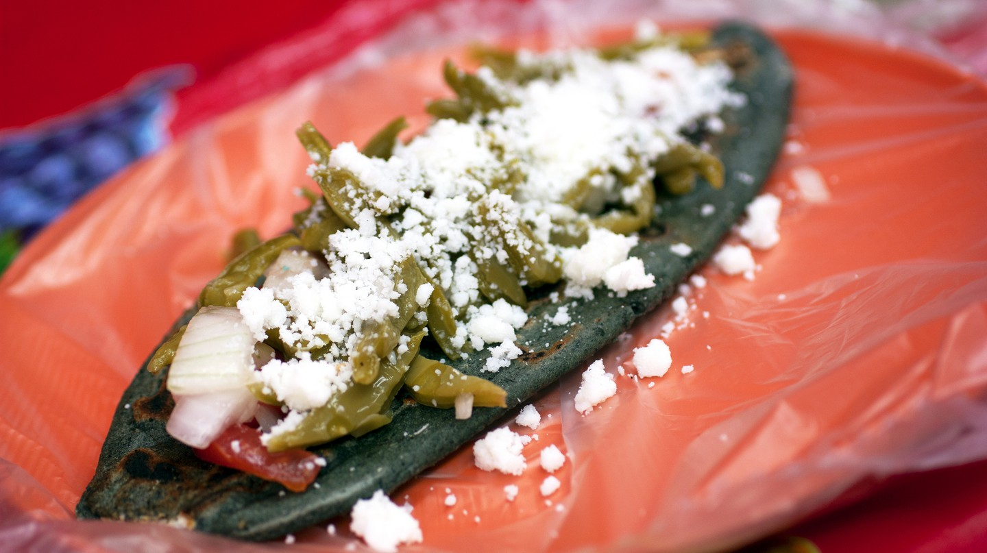 A tlacoyo made with blue corn masa | © bionicgrrrl / flickr