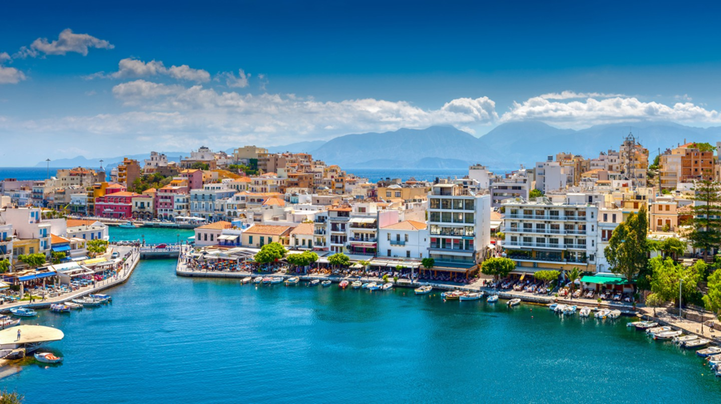 Agios Nikolaos, Crete, Greece. Agios Nikolaos is a picturesque town in the eastern part of the island Crete built on the northwest side of the peaceful bay of Mirabello | © photoff / Shutterstock