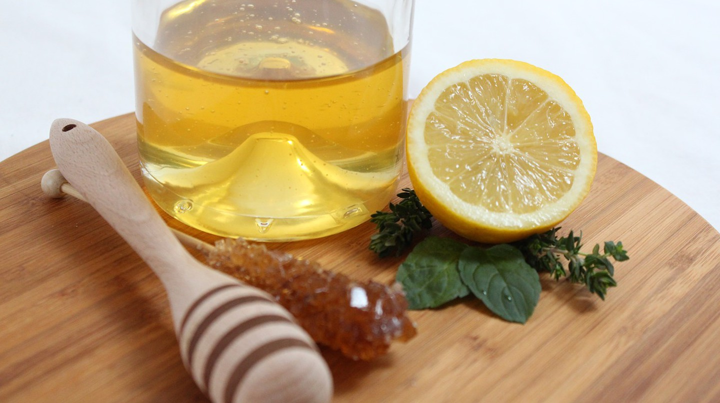"<a href=""https://pixabay.com/en/lemon-citrus-fruits-mint-citrus-91537/"" target=""_blank"" rel=""noopener noreferrer"">Honey and lemon, two food with healing virtues 