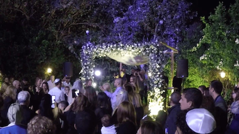 Wedding in Herzliya, Israel.  Photo: Becca Gomby